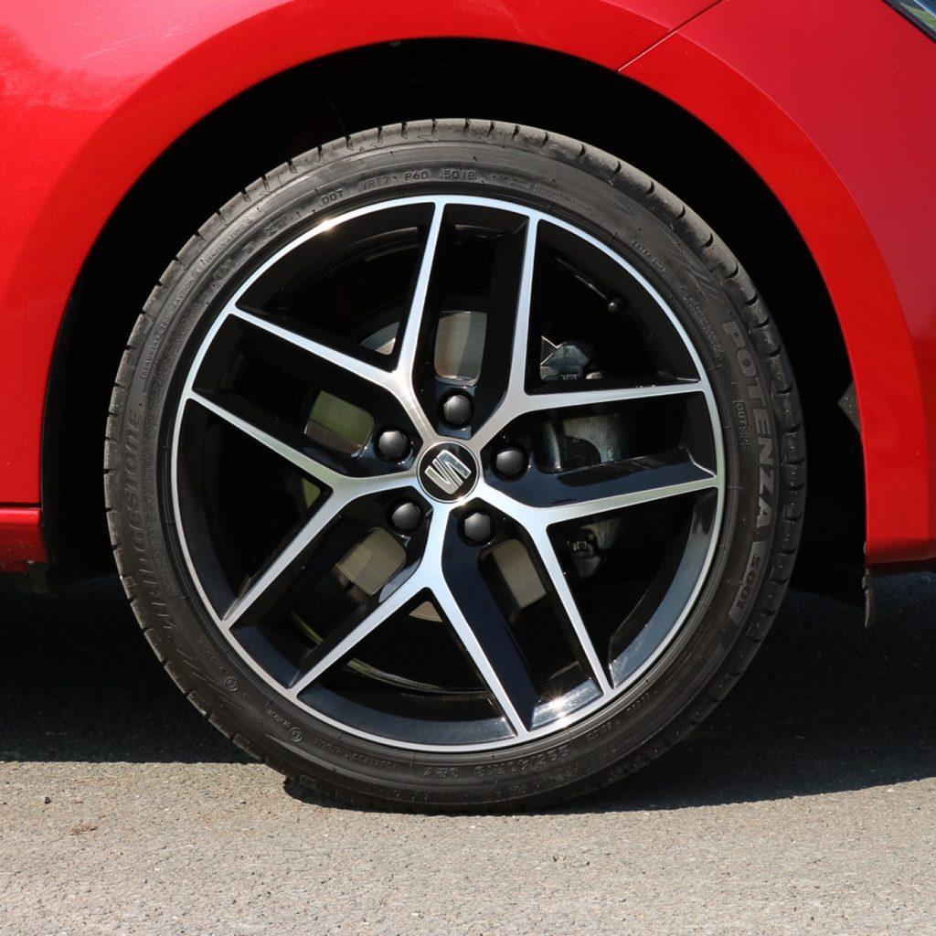 Schöne Alufelgen mit passenden Reifen sehen doch gleich viel besser aus, oder?