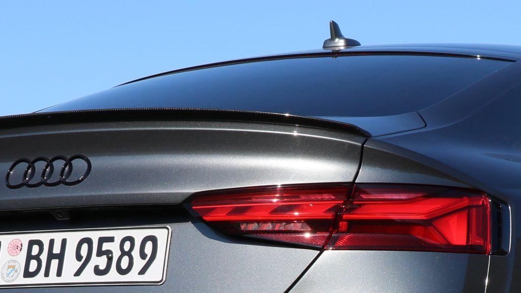 In einem modernen Fahrzeug stecken viele Antennen!