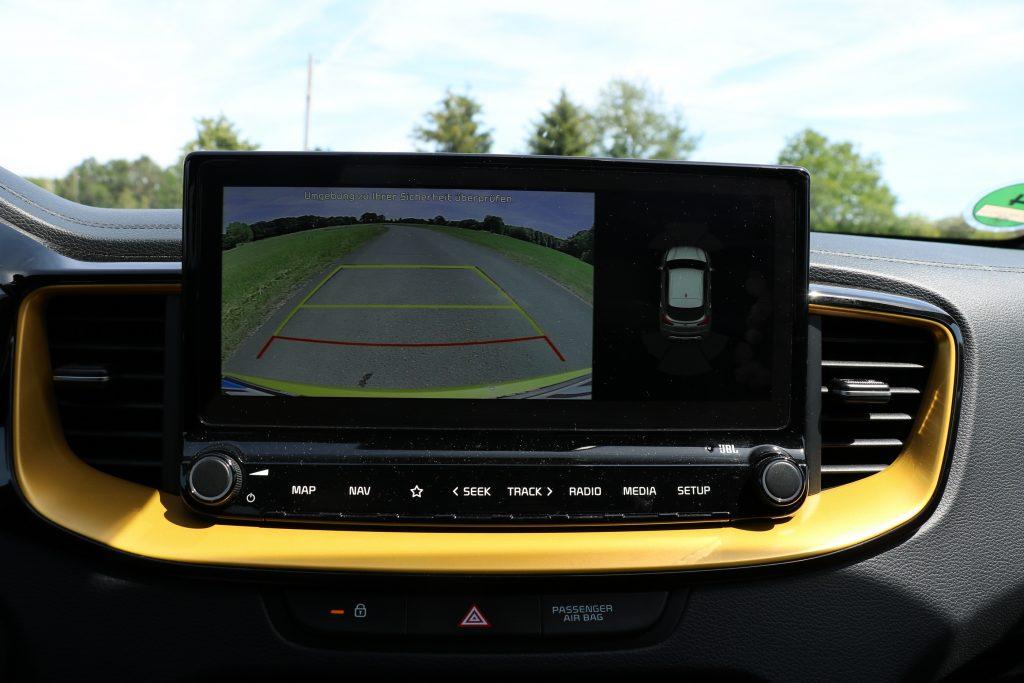 Das Display wird auch für die Rückfahrkamera genutzt!