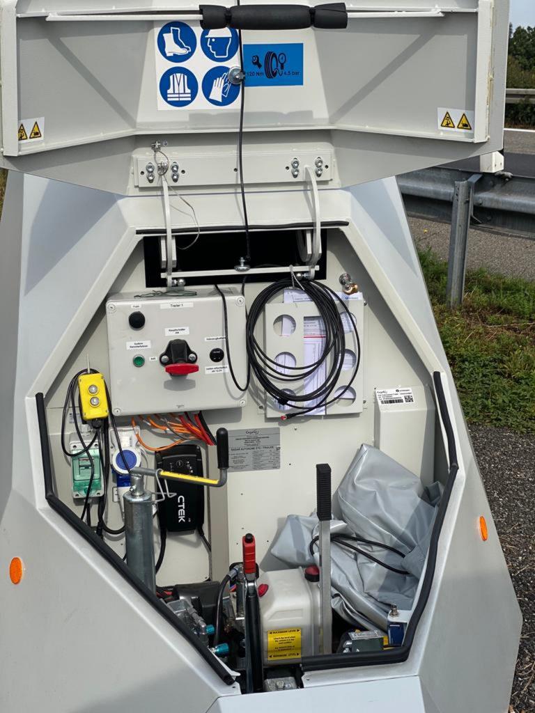 Der mobile Blitzer-Anhänger verfügt über einen Moover, lässt sich also auch ohne Fahrzeug rangieren!