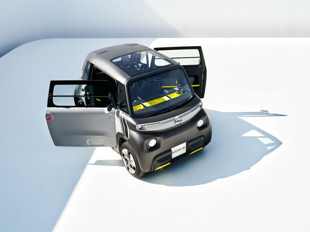 Der Opel Rocks-E fährt ab Werk mit einem Panorama-Glasdach vor!